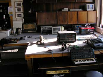 tonstudio-building-site-stage-chaos.jpg